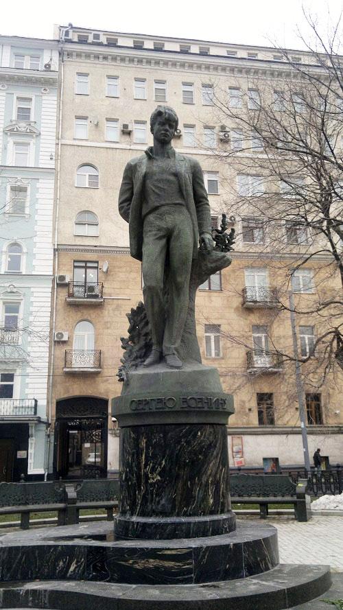 Памятник Есенину 2012г. Сергей Есенин. Кинохроника (1918-1922 гг.). Смотрите видео онлайн.