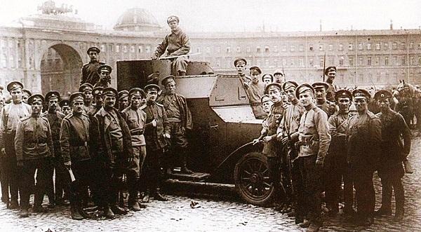 Дворцовая площадь в 1917 г.