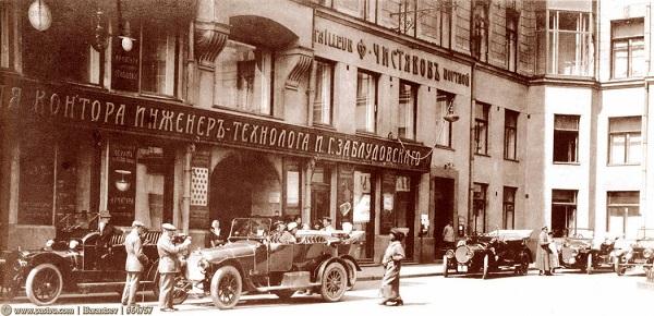 НКИД (МИД) на Кузнецком мосту в 1925-1927 гг. Памятник Воровскому. Фото. Кинохроника СССР.