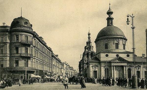 Страстная площадь в 1922 г. Показ фильмов и фотографий москвичам. Кинохроника