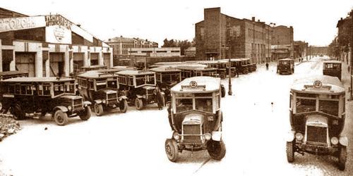 Первые автобусы в Москве. История общественного транспорта в Москве. Видео середины 20-х гг. XX века. Конка, трамваи, автобусы.
