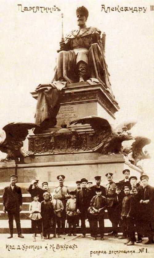 Памятник Александру 3 в Москве фото