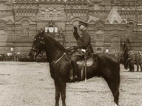 Ворошилов принимает парад на Красной площади 1 мая 1926 года