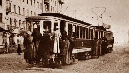 Первый трамвай в Москве. История общественного транспорта в Москве. Видео середины 20-х гг. XX века. Конка, трамваи, автобусы.