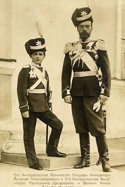 Военный парад в Царском Селе 1913 г. Николай II и цесаревич Алексей